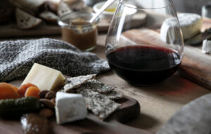 Red wine and cheese pairing by Wine Insiders